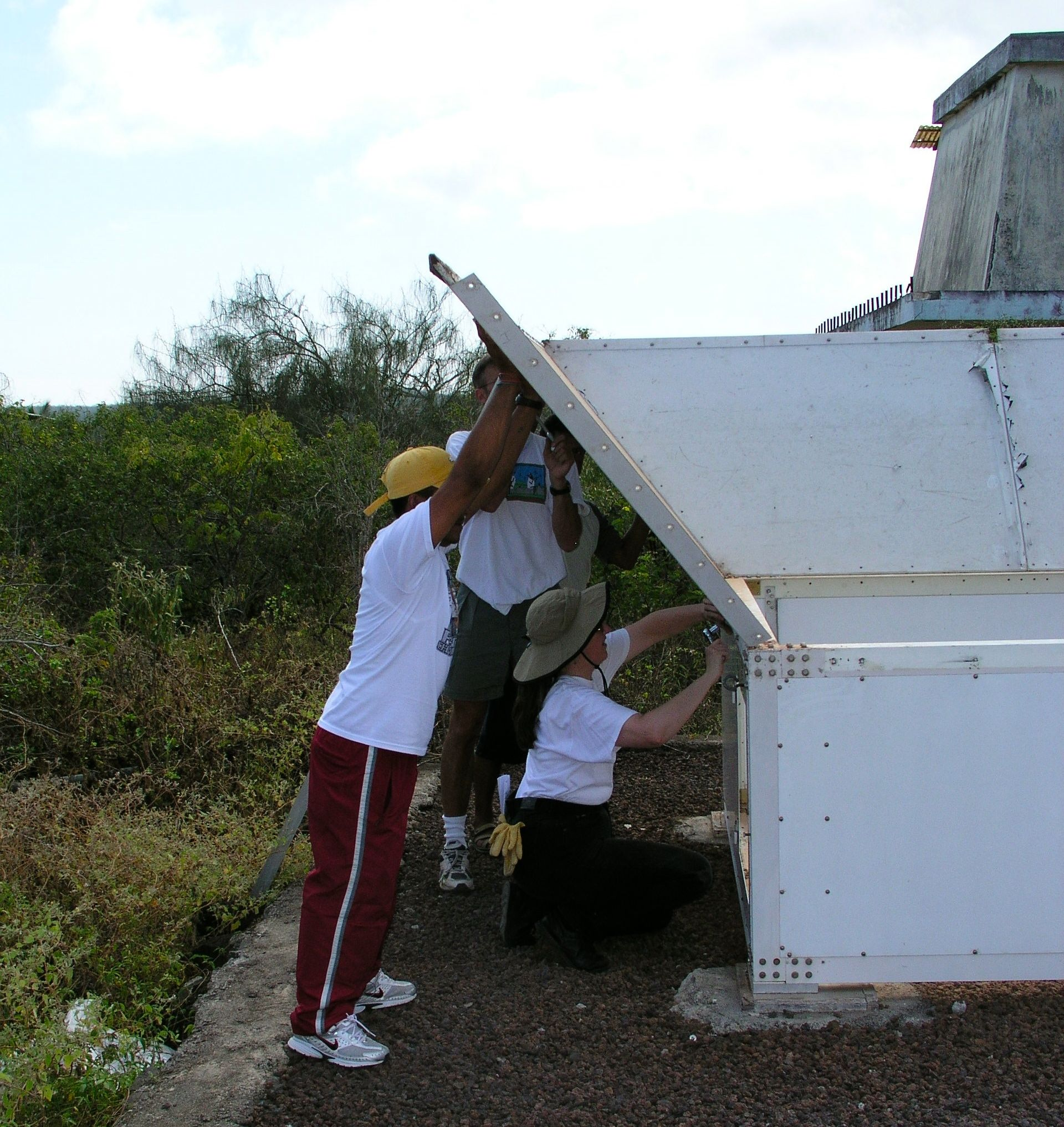 915-MHz wind profiler teardown, San Cristóbal, Galápagos Islands