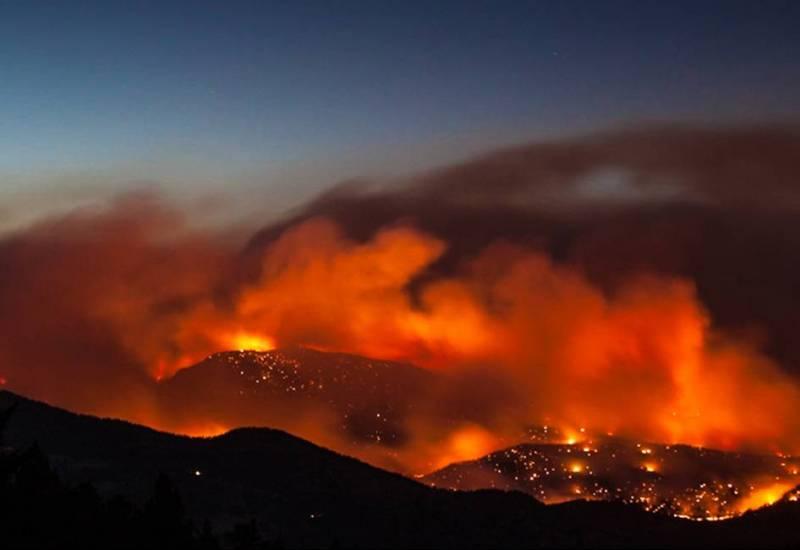 photo of wildfire burning at night