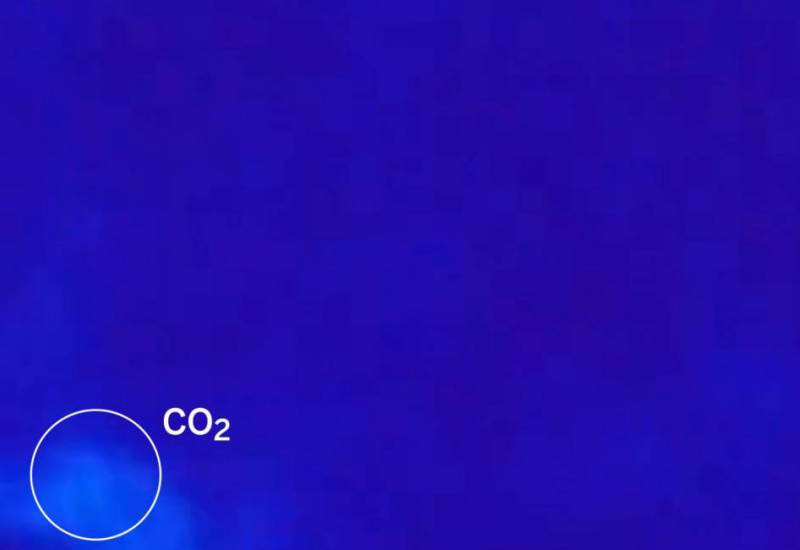 Because infectious people exhale CO2 and viruses together, tracking carbon dioxide levels  indoors is an inexpensive and powerful way to monitor the risk of people getting COVID-19, according to a new CU Boulder study. Image courtesy of Spanish newspaper El Pais/https://tinyurl.com/c2jsb8r9..