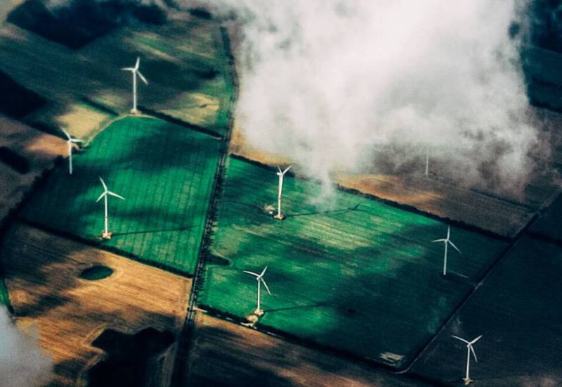 Wind turbines on agricultural land. Photo: Thomas Richter on Unsplash